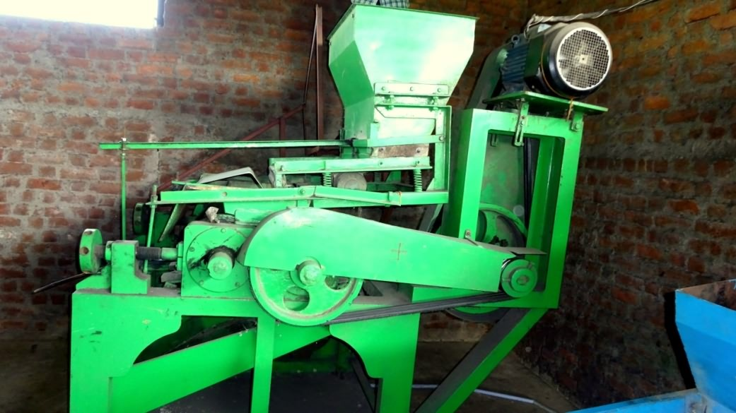 Roller machine for making thin flaked rice